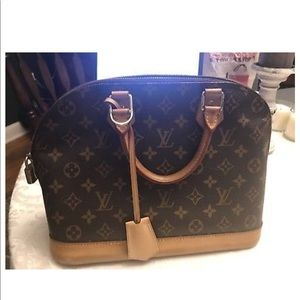 Old but great condition LV alma